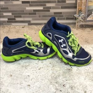 Boys Under Armour shoes size 4Y
